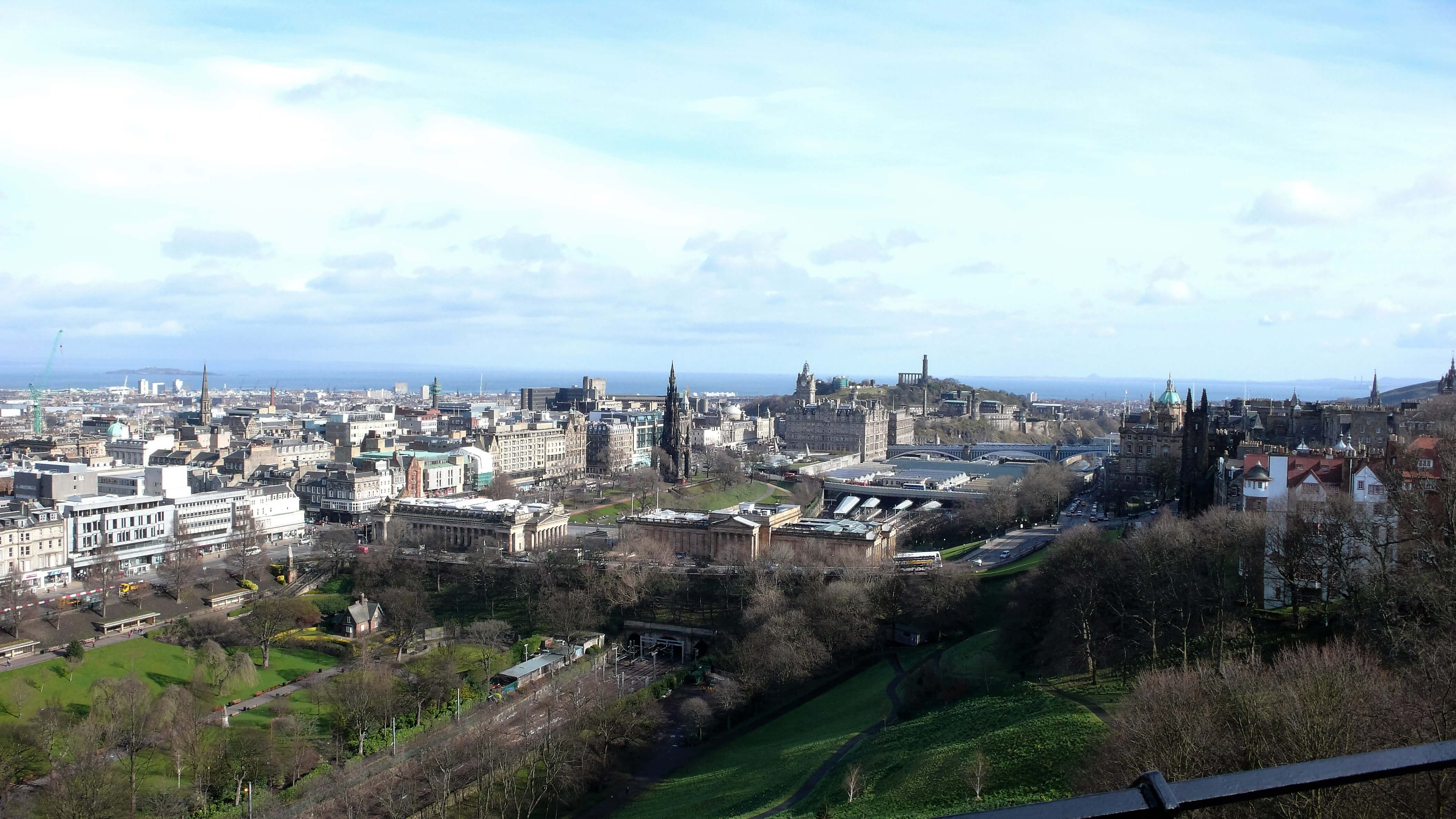 8_edinburgh_panoramic_view
